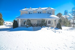 Welcome to 1617 Forest Lea Rd-large-008-49-600 5290-1499x1000-72dpi